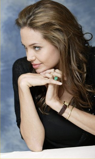Angelina_Jolie_cartier-tank-watch
